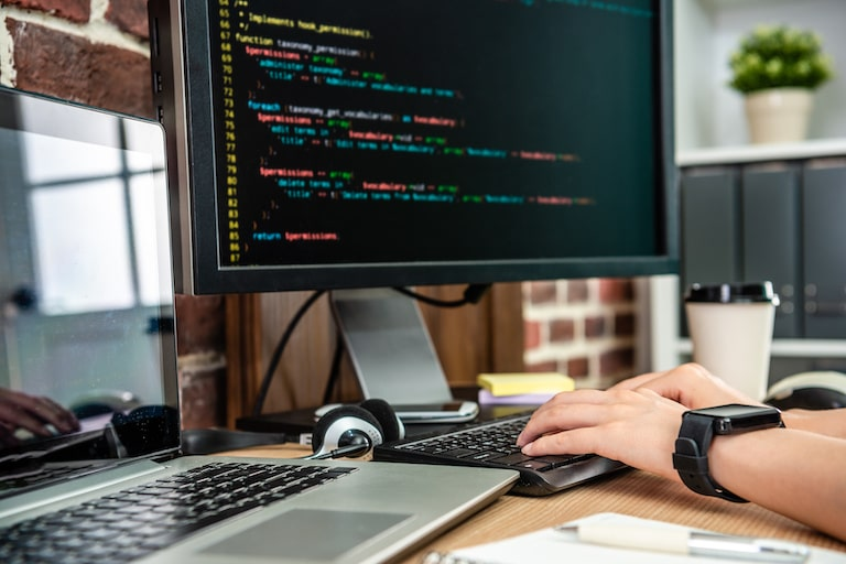 RPAお役立ち情報「RPAエンジニアの将来性とは?仕事内容・スキル・年収、徹底解説」